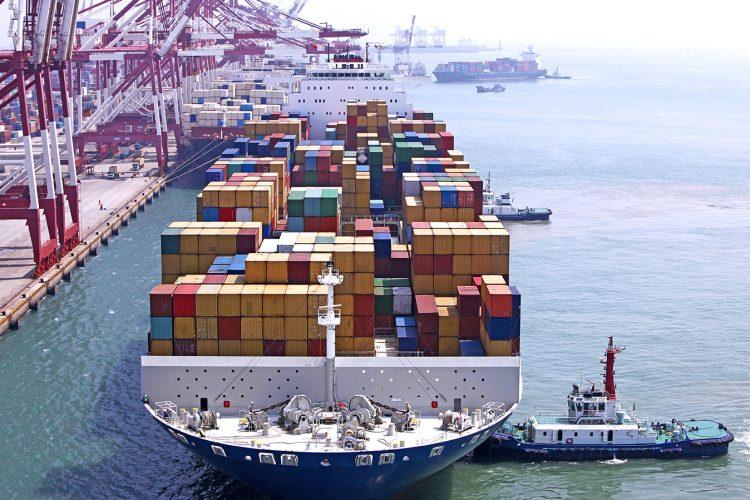 navio cargueiro cheio de contêiners