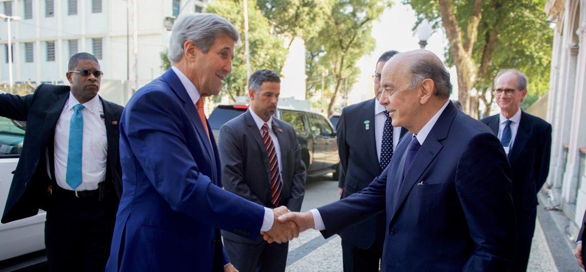 Serra e o secretário de Estado dos Estados Unidos, John Kerry