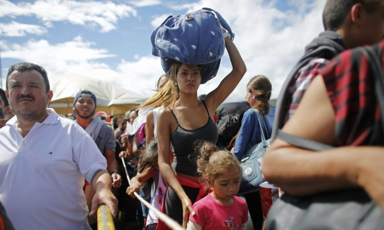 Venezuelan refugees arrive in Brazil (Photo: Ariana Cubillos, AP)