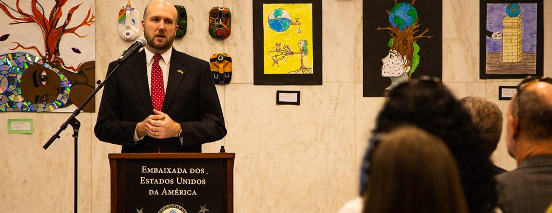 Concurso do Dia da Terra na Embaixada dos EUA reconhece obras de arte de alunos